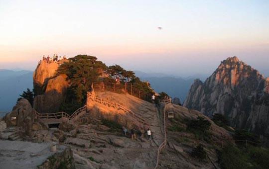 Sunrise on Huangshan Bright Peak