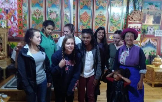 Visit a local Tibetan family