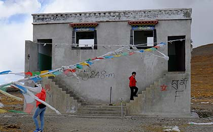 A toilet in Tibet sitting at an altitude of 5248m